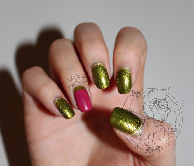 All that Glitters - Fabulous Von Raptor Manicure (natural light no flash)