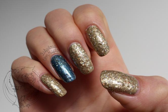 18 Carat Gold - Fabulous Von Raptor Manicure (natural light no flash)