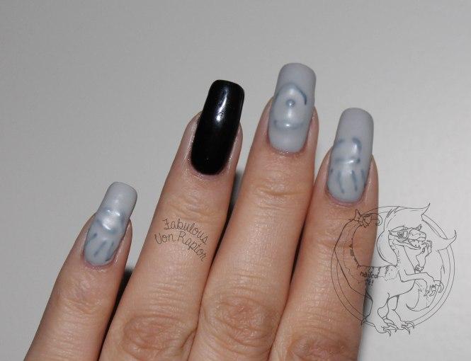 Fabulous-Von-Raptor-Spooky-Ghost-Manicure-5
